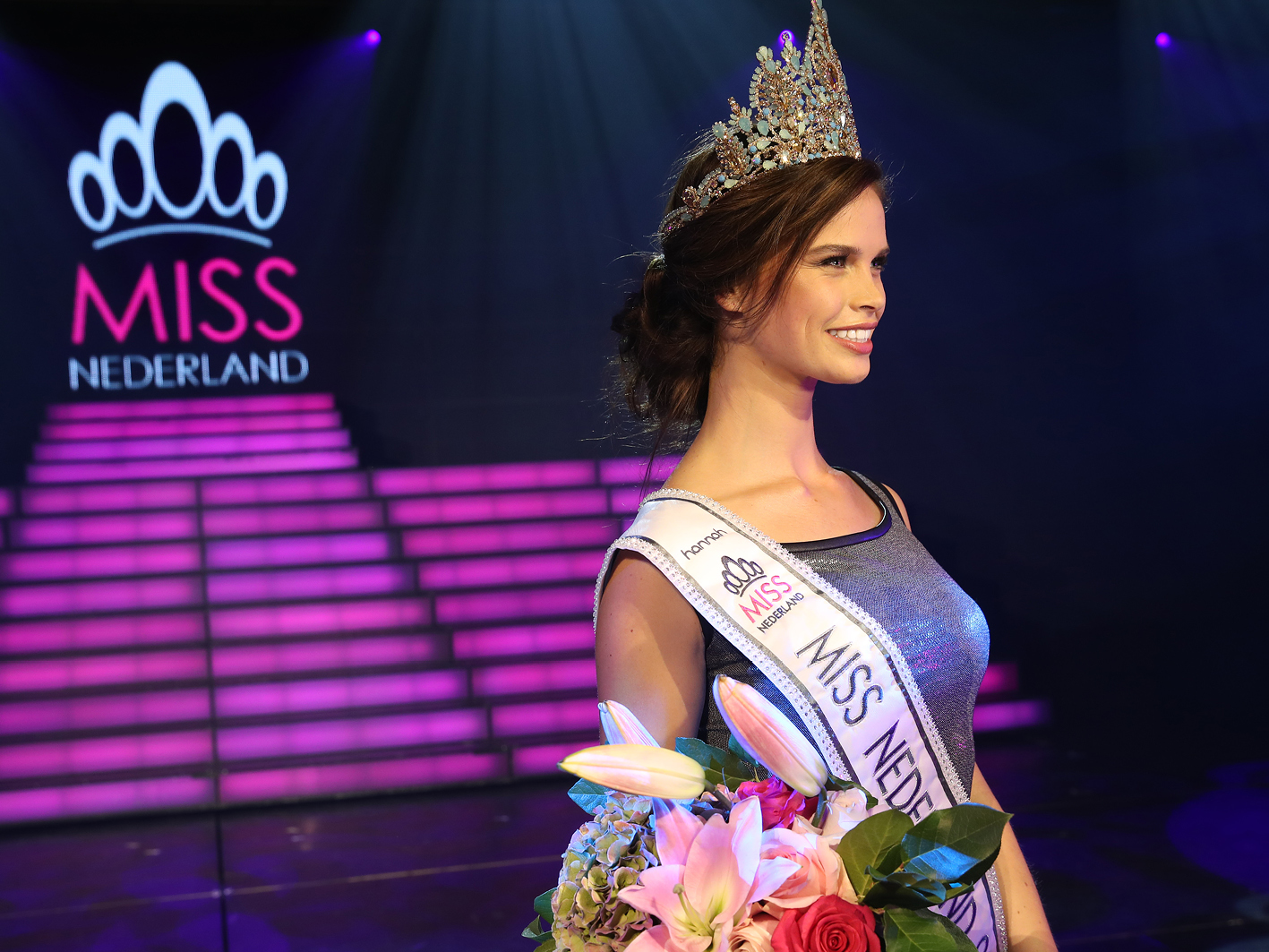 Huidcoach Amber backstage bij de Finale Miss Nederland 2017 - hannah SIRC - hannah huidcoach .png 2